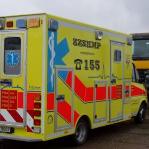 pianoscharnier voor sandwichpanelen in ambulance